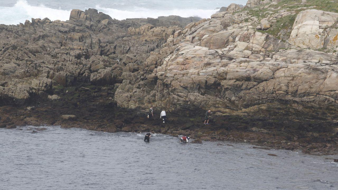 La Reserva Nacional de Caza de Os Ancares al descubierto.Un bonitero, con las varas desplegadas a sus costados, zarpando de Celeiro, en una imagen de archivo