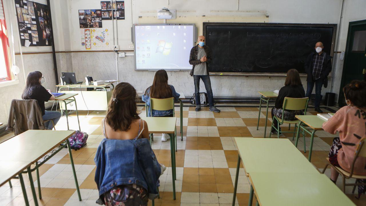 Regreso a las aulas en Ribeira.Vuelta a clase en el IES Canido