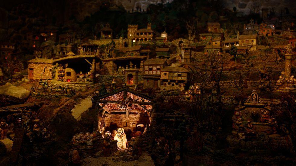El belén de Arturo Baltar está en un bajo con entrada desde la plaza de San Cosme y San Damián