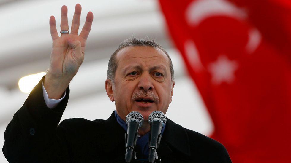 Mueren 39 personas en un ataque terrorista en una fiesta de fin de año en Estambul.Primera imagen del autor de la matanza de Estambul