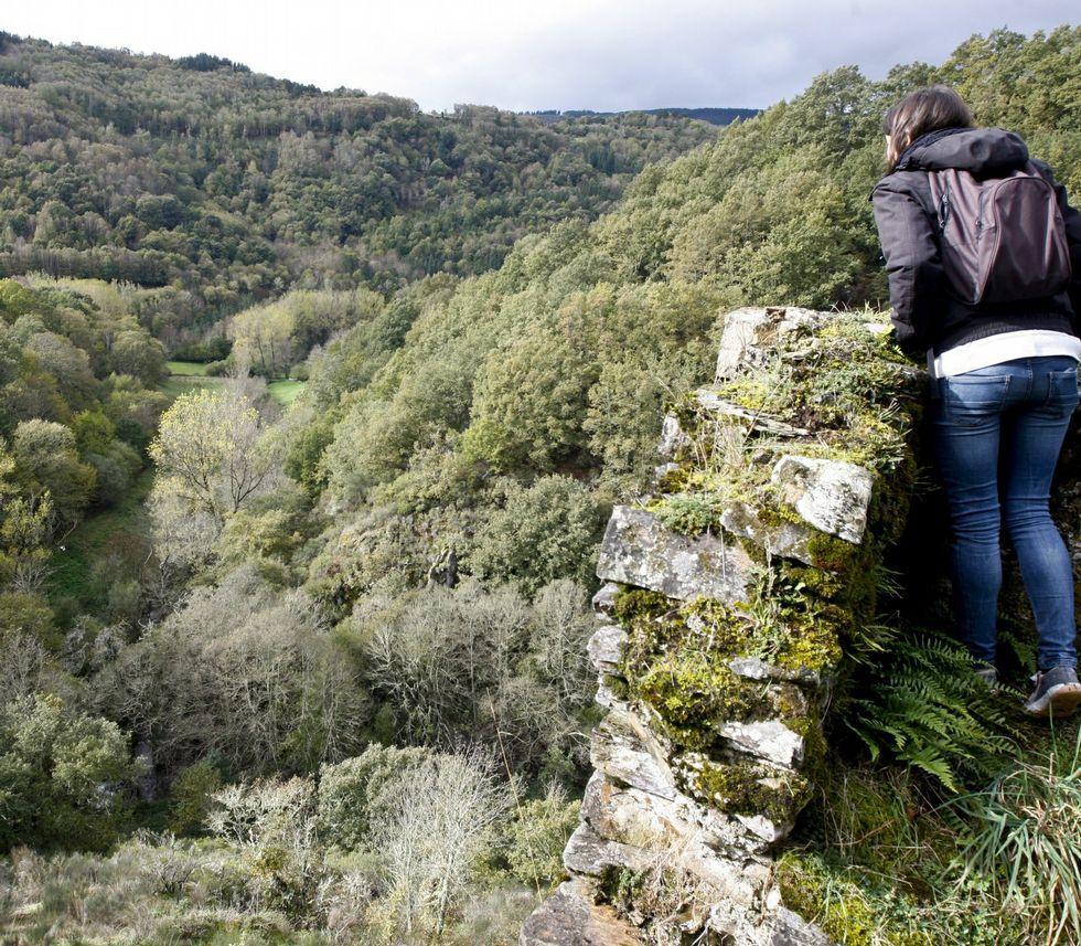 Las imágenes que dejó el domingo.Vista desde el castillo de Doncos, donde pasaría la variante.