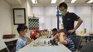 Alberto Muñiz, hoy por la mañana, en una de sus clases de ajedrez en Hong Kong