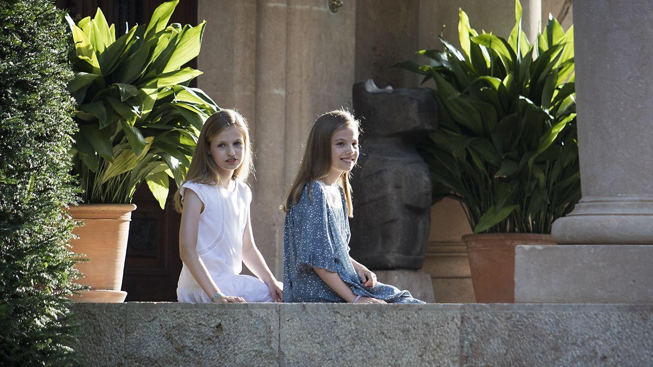 Posado de la familia real en Marivent.Los Reyes en Los Oscos