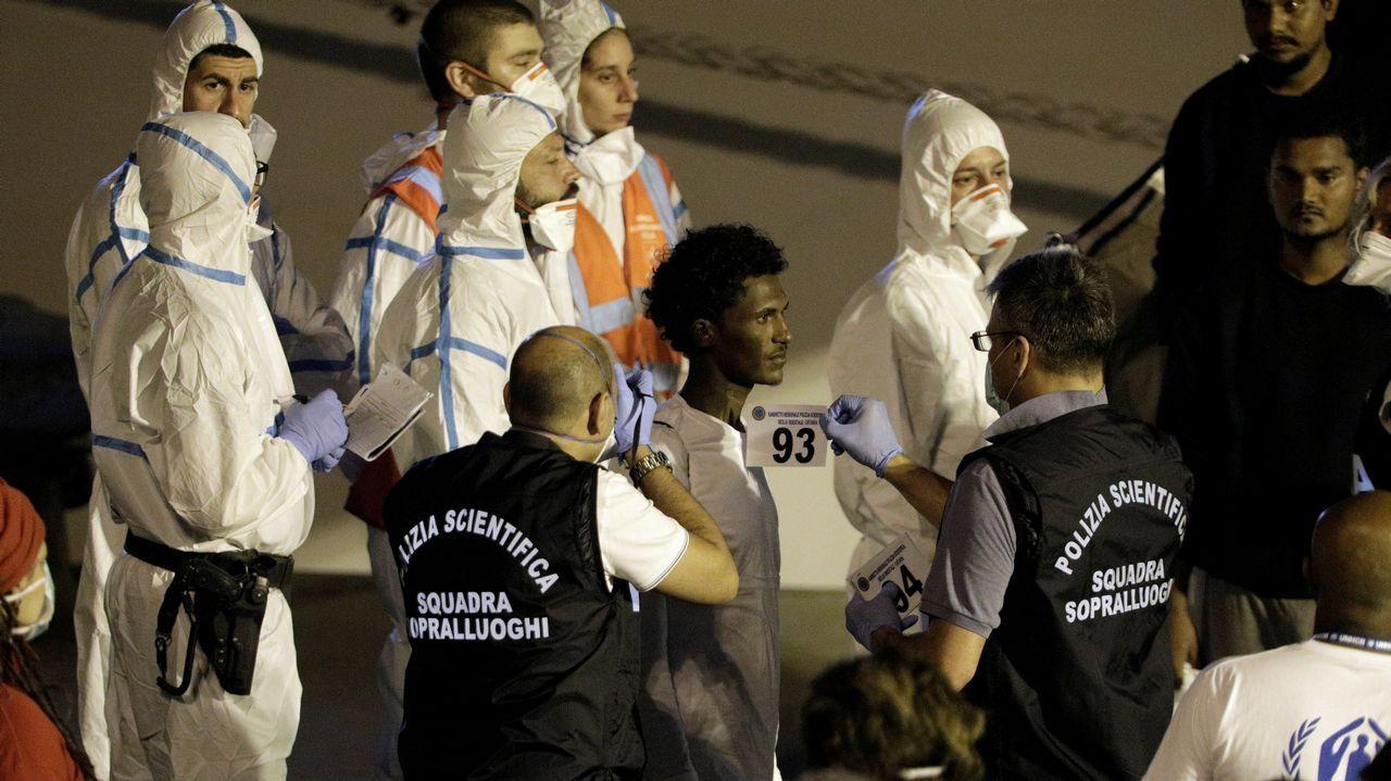 Inmigrantes del «Dicoti» desembarcan en Catania