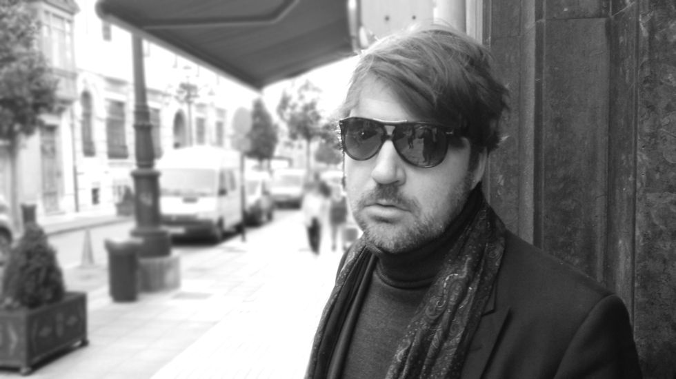 El cineasta Albert Serra, en las calles de Oviedo
