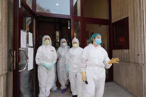 El personal de las residencia San Carlos de Celanova está saturado y pide ayuda