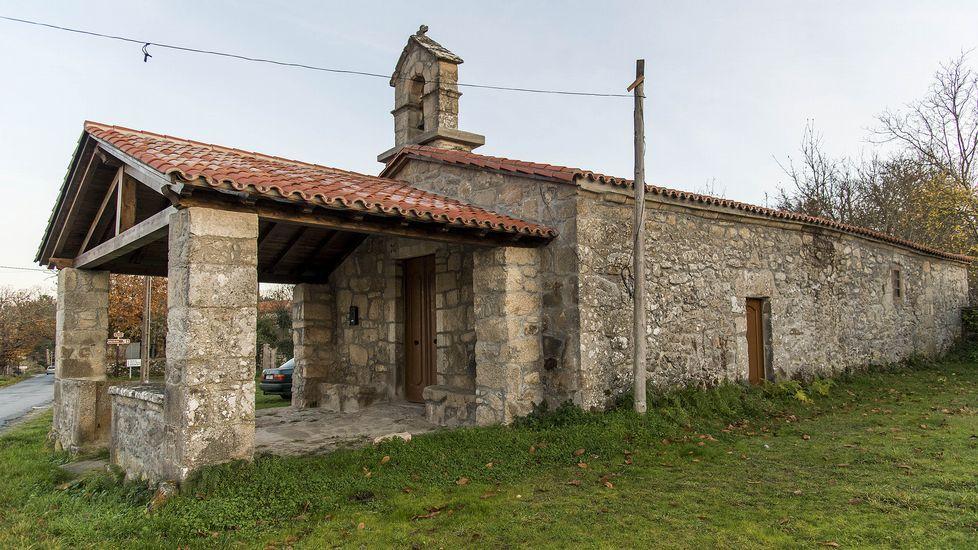 Cerca de la iglesia de San Xillao se encuentra la capilla de la Raíña dos Anxos, restaurada en tiempos recientes