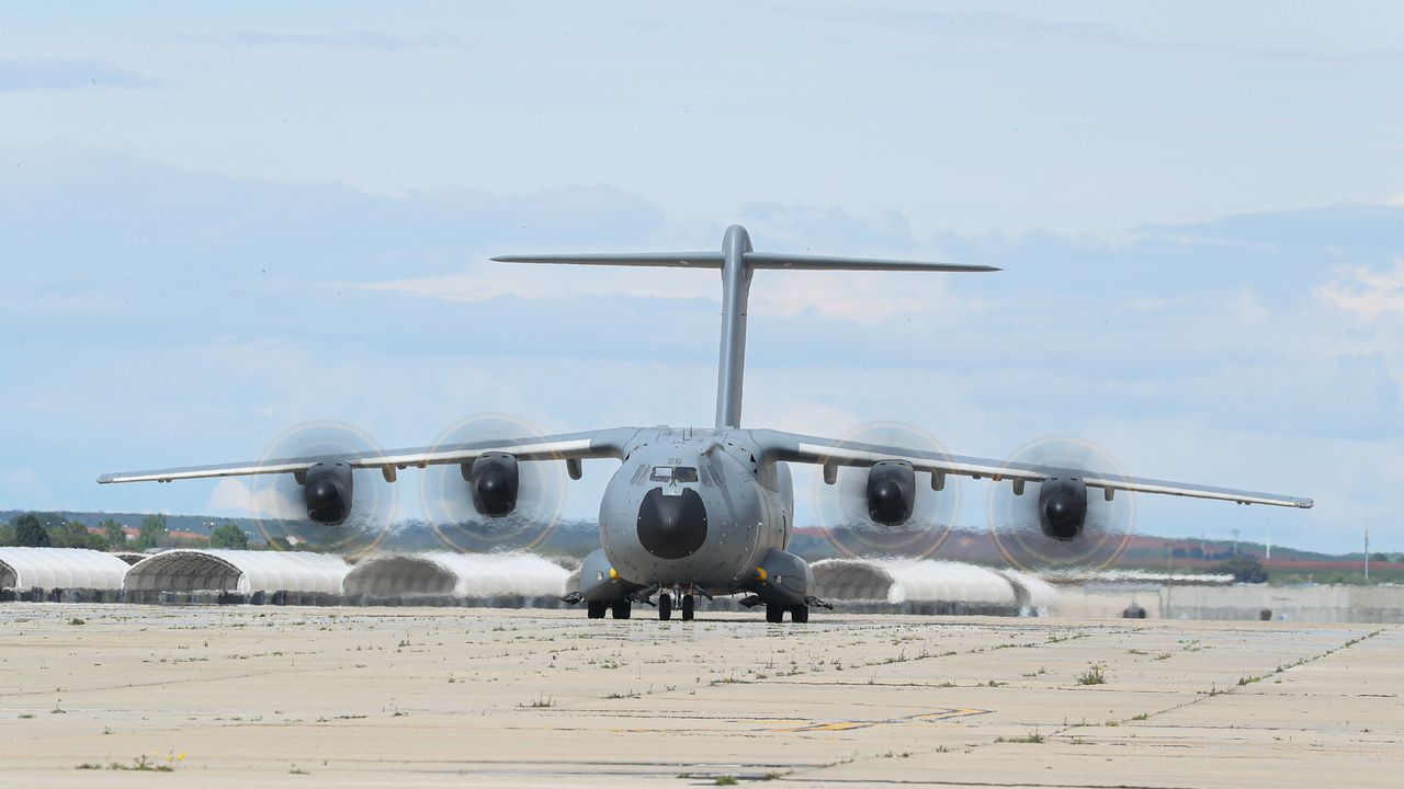 Un Airbus A400M del Ejército del Aire llegó ayer por la tarde a la base aérea de Torrejón de Ardoz