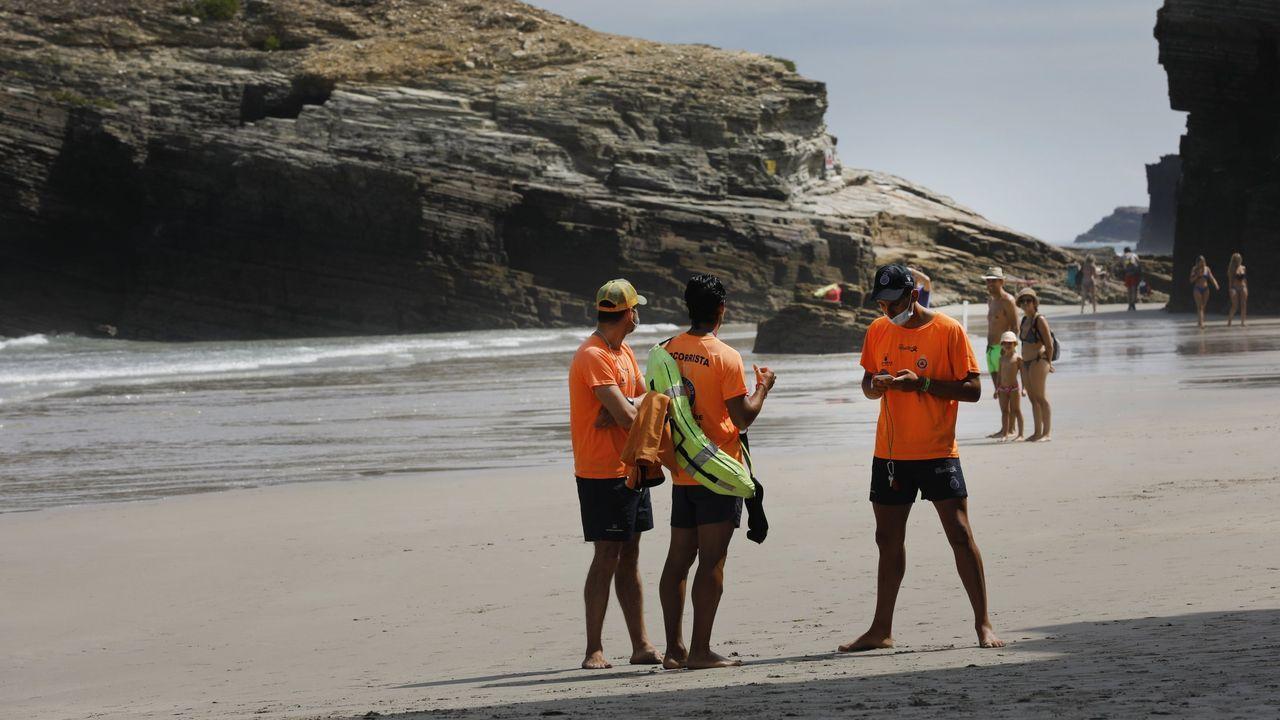 Rescate del Pesca 2 en la praia das Catedrais.Camilo Vázquez, este miércoles en Ribadeo