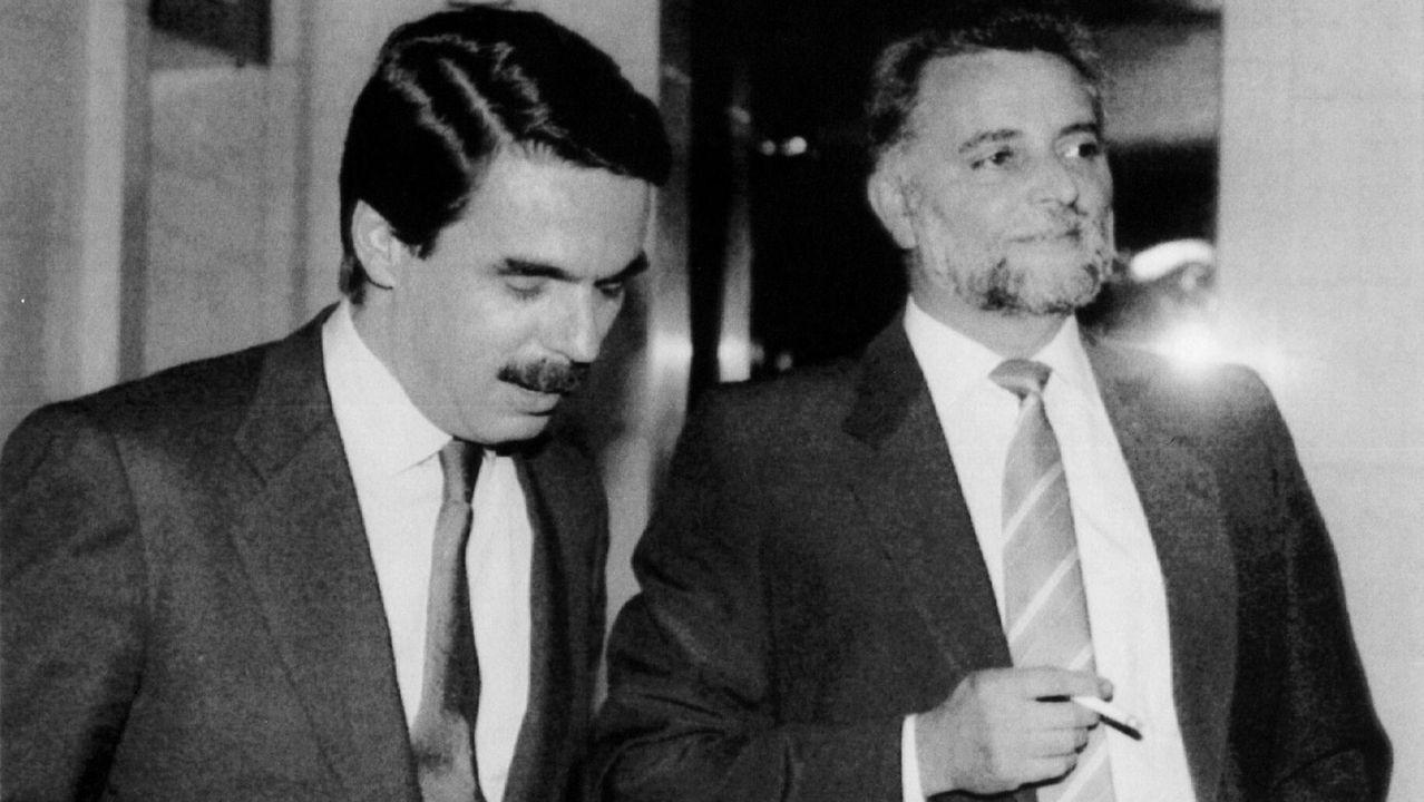 El rechazo a la política que abanderaba González hizo coincidir en muchas ocasiones a Anguita y al entonces líder del PP, José María Aznar, en unas críticas al presidente que intentaron desestabilizar su Gobierno.