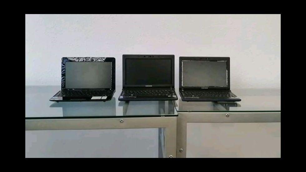 Una foto de los tres ordenadores que se llevaron los ladrones del local