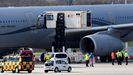 Un avión militar francés, en el aeropuerto alemán de Hamburgo, adonde ha trasladado a varios pacientes para ser atendidos en hospitales germanos