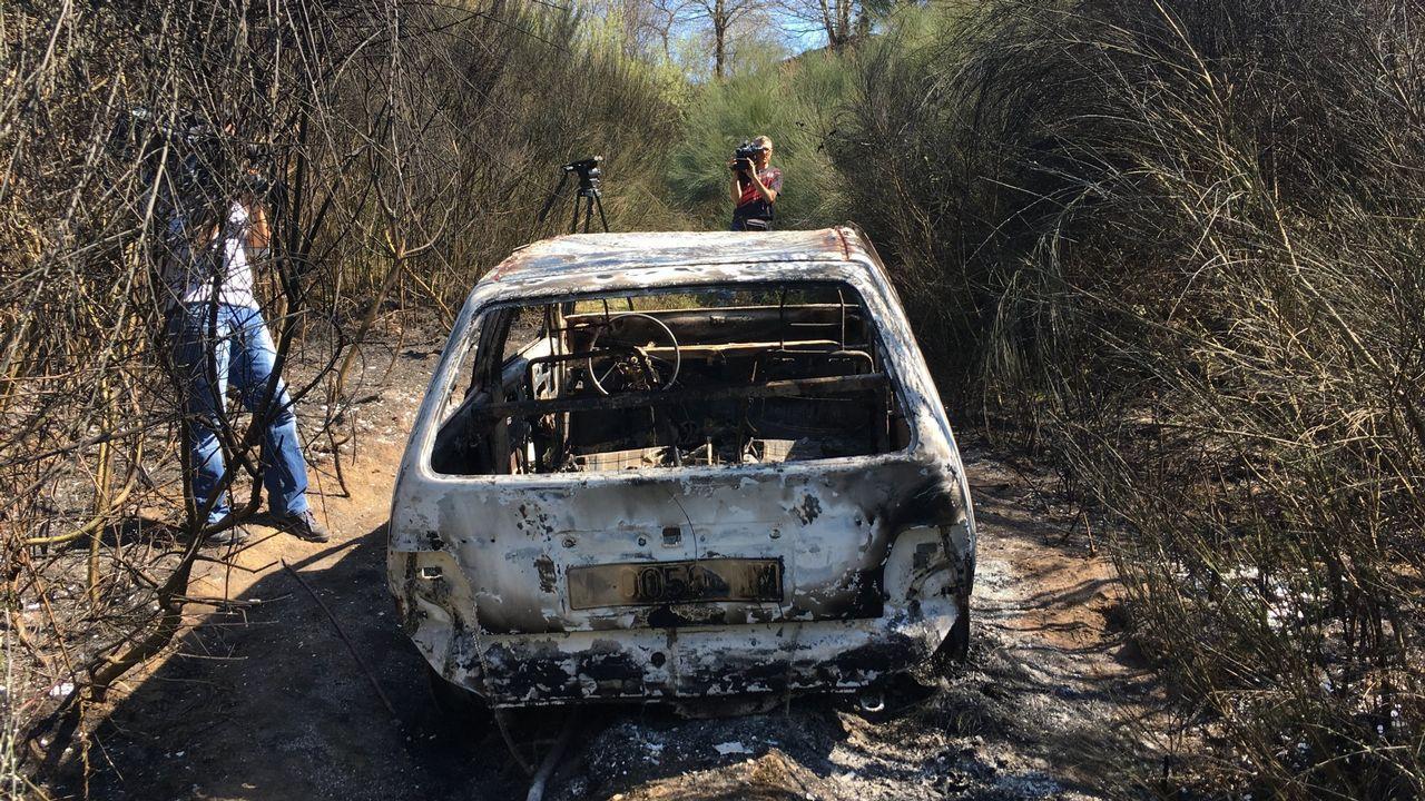 Los detenidos por el asesinato en Toques, en los juzgados de Arzúa.El vehículo de la víctima apareció calcinado en una pista forestal de la parroquia de Capela
