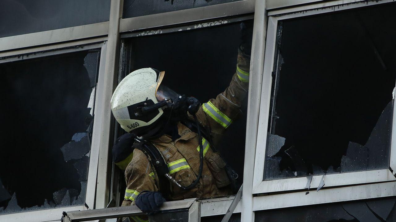 Agresión e incendio en As Lagoas.Dueño del bar donde la niña se refugió en el baño