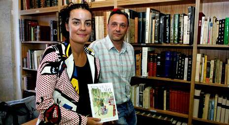 Gemma Sesar y Ramón Marcos presentaron ayer «Vida de nai» junto a Alejandro Macías.