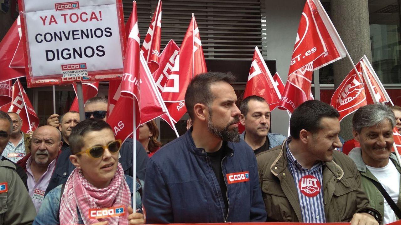 Movilizaciones para reclamar salarios dignos Oviedo CCOO.Pablo Iglesias, durante una de sus intervenciones durante la moción de censura