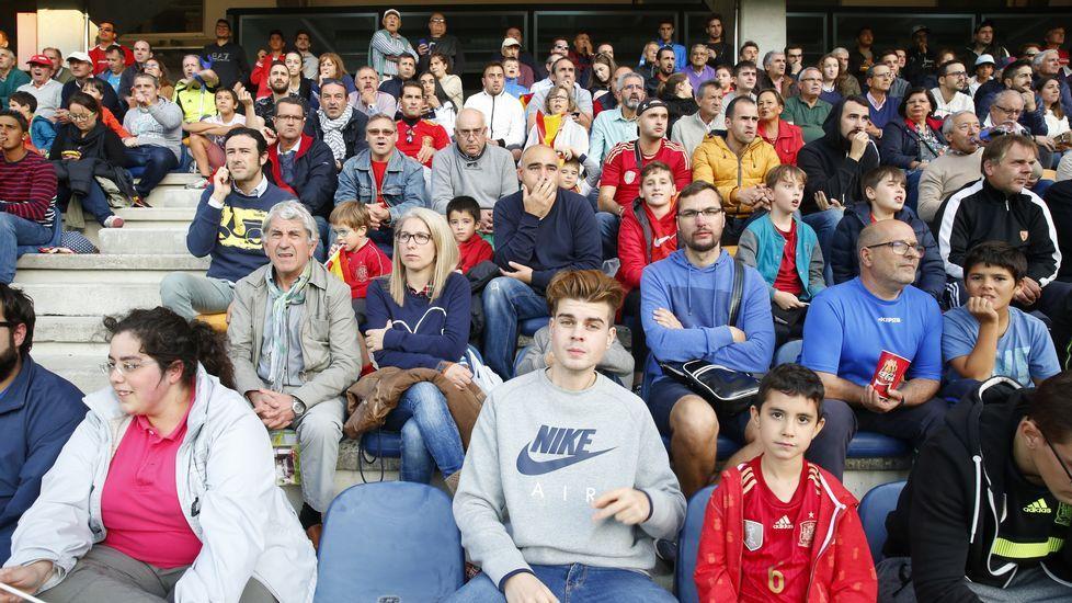 Búscate en la grada del partido de la selección española Sub-21 (Álbum 1).Meré