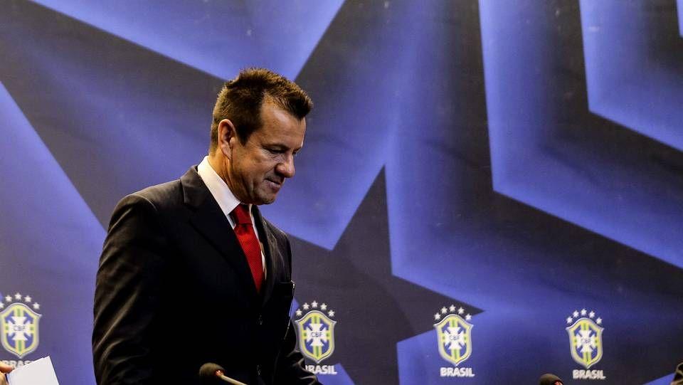 Espectacular gol de Lewandowski.Méndez, Almunia, González y Toxo, ayer en el congreso de los socialistas.