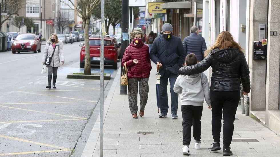 Ferrolanos paseando entre el Ensanche A y Ultramar, donde se ubica el kilómetro cuadrado más poblado de toda la comarca