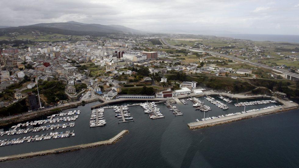 El casco viejo de Ribadeo con su puerto deportivo