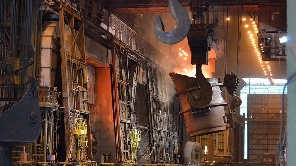 Escape en las baterias de coque de Avilés de Arcelor.Instalaciones de ArcelorMittal en Asturias