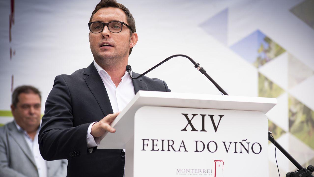 FEIRA DO VIÑO DE MONTEREI.El único productor de la IXP posa con un pimiento en su finca de la comarca verinesa