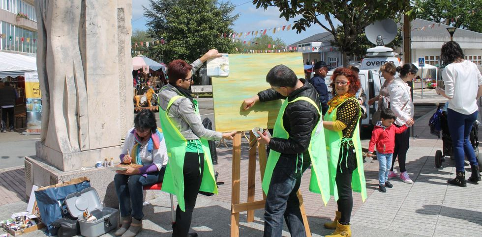 El Concello de Oroso recuperó la actividad de Arte na Rúa, que atrajo numeroso público.