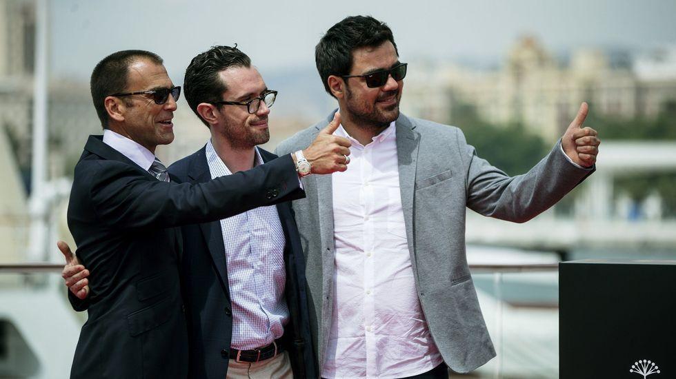 El director Carles Torras, junto a los actores Martín Bacigalupo y Timothy Gibbs.