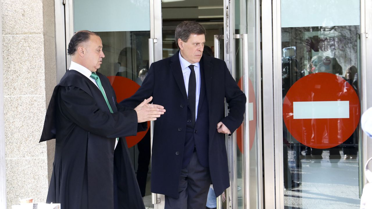 Juan Carlos Quer abandonando los juzgados
