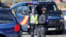 La Policía Nacional controla los acceso a Oviedo por el cierre perimetral