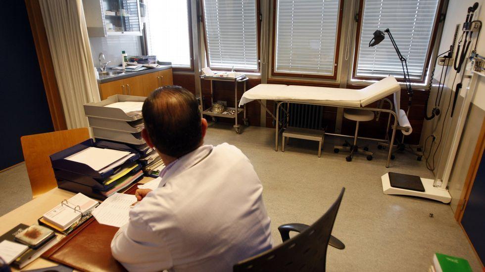 Así venden el CHUAC los MIR-0.Los últimos trabajadores de Análisis Clínicos que quedan en el Xeral. Algunos no se irán hasta finales de mes.