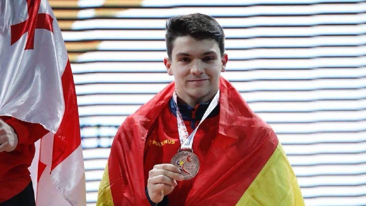 Alberto Fernández con la medalla de bronce que consiguió en el Campeonato de Europa