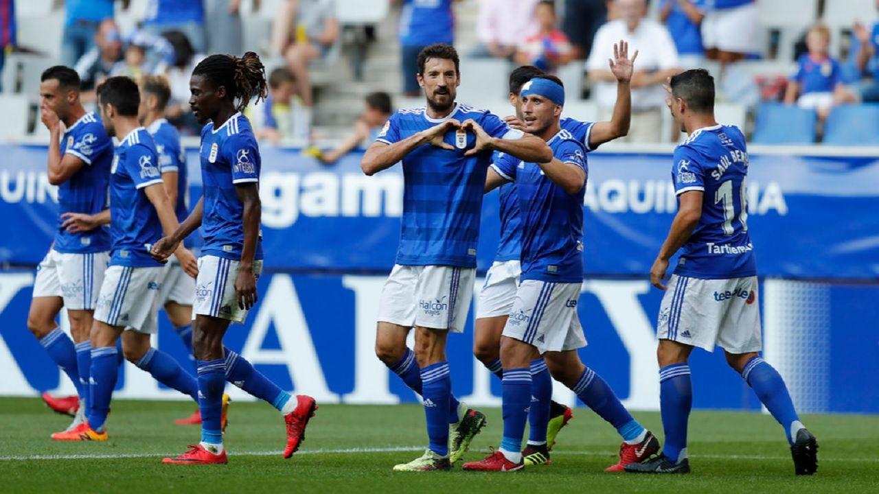 Gol Toche Real Oviedo Extremadura Carlos Tartiere.Los futbolistas del Real Oviedo celebran el gol de Toche ante el Extremadura