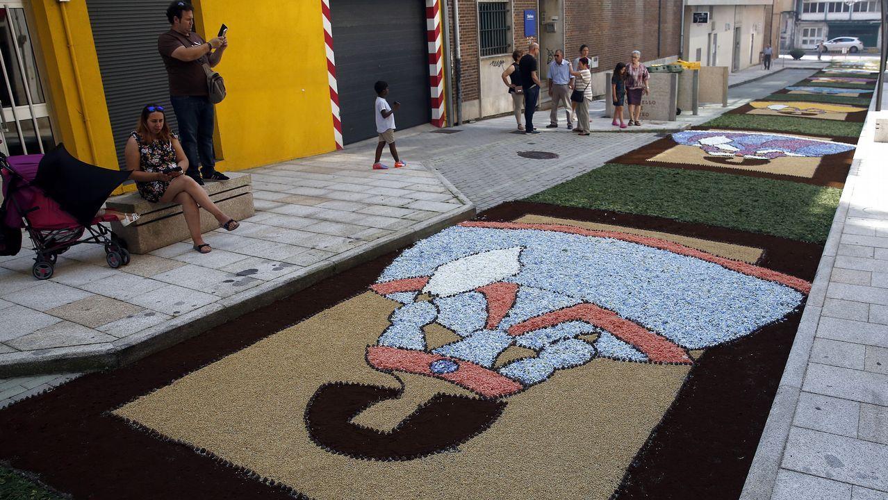 Las mejores alfombras del Corpus de Boiro.PEDESTAL EN LA CALLE SAN FRANCISCO EN CIUDAD VIEJA
