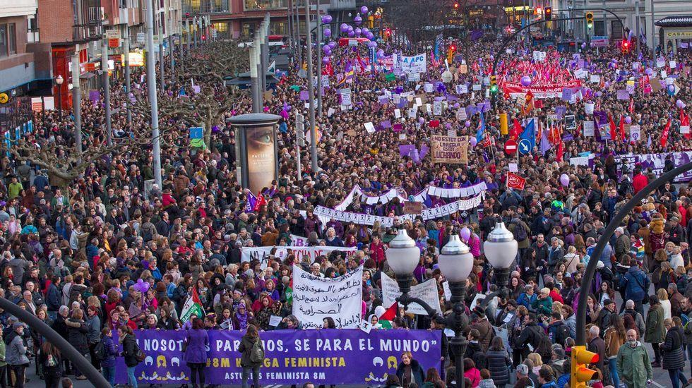 ana.Cabeza de manifestación del 8M en Gijón