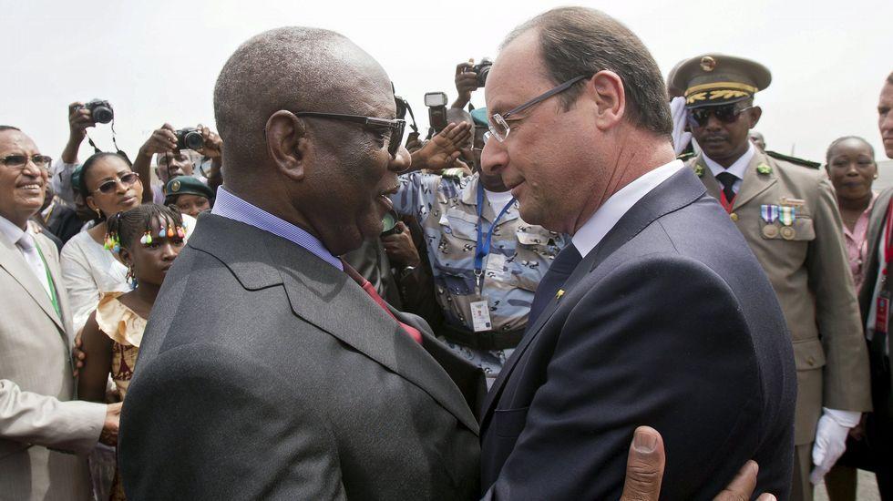 El presidente de Bamako, Ibrahim Boubacar Keita, saluda a su homólogo francés, Francois Hollande, el pasado septiembre