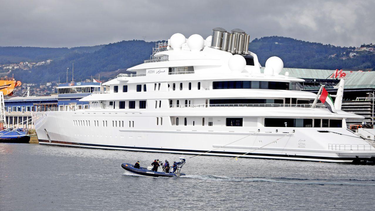 El barco del jeque llegó a la ría el 28 de marzo y desde entonces permanece atracado en la estación marítima