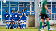 Los futbolistas del División de Honor del Real Oviedo celebran el gol ante el Racing de Ferrol