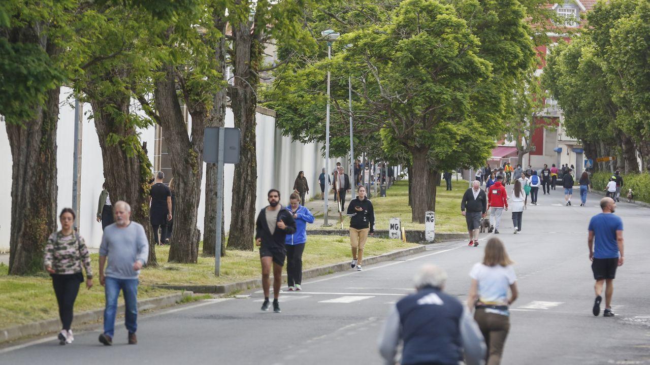 La calle Irmandiños es una de las más frecuentadas para el paseo en Ferrol