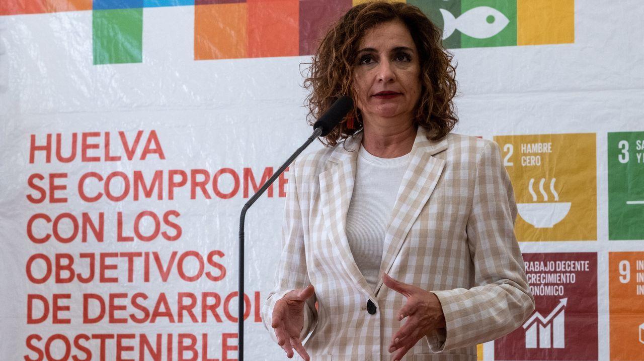 Los nuevos ministros prometen sus cargos ante el rey Felipe VI.La ministra portavoz María Jesús Montero, este jueves en Huelva