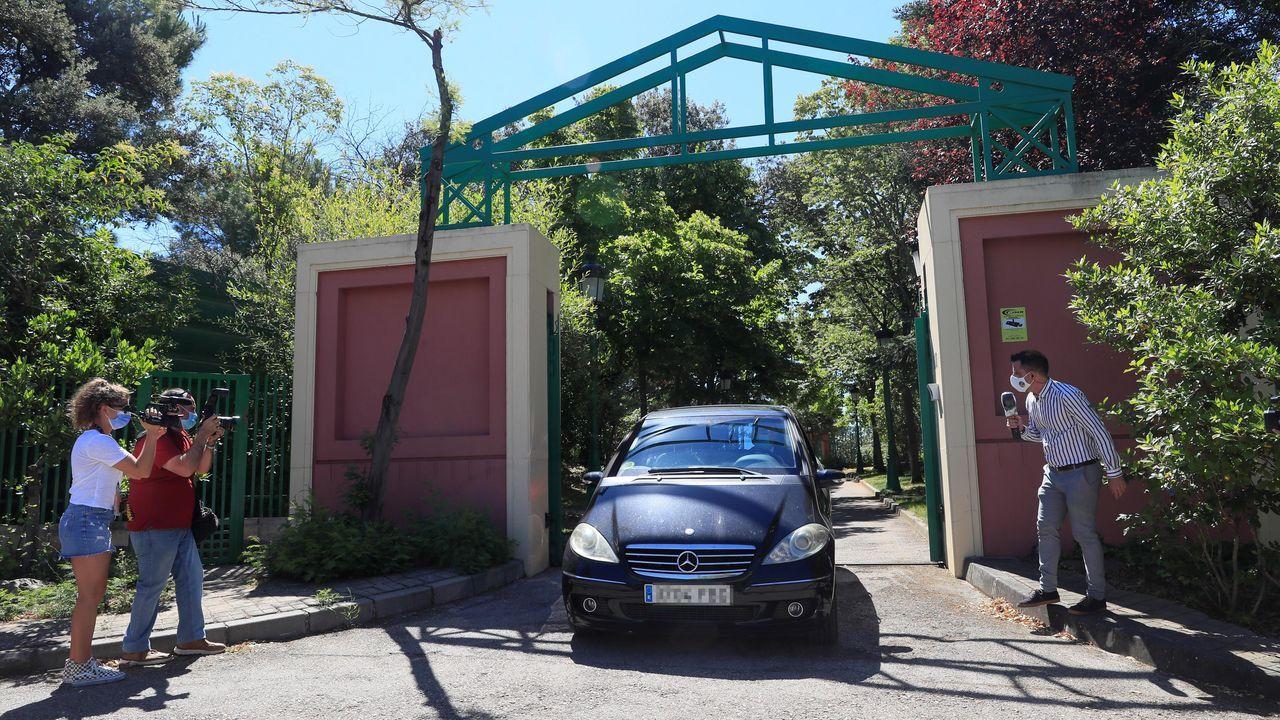Registros policiales en la casa de José Luis Moreno y su estudio de televisión.José Luis Moreno saluda a la salida del hsopital, en diciembre del 2007