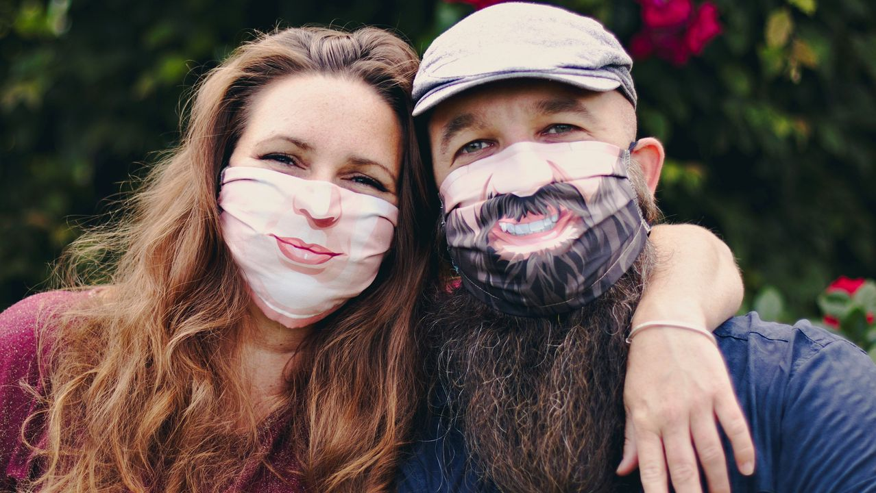Annick De Geyter y Filip Bunkens son los autores de la campaña #beyourself (sé tú mismo), que anima a llevar modelos a medida