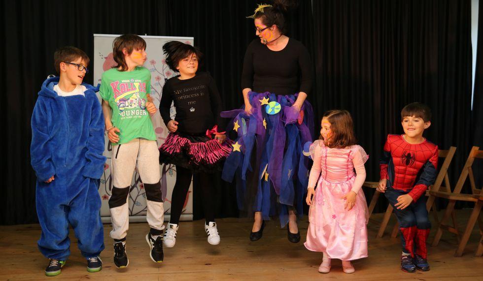 <span lang= gl >Certame Xosé Neira Vilas</span>. As Festiletras acolleron o primeiro certame de teatro infantil dedicado ao autor dezán.