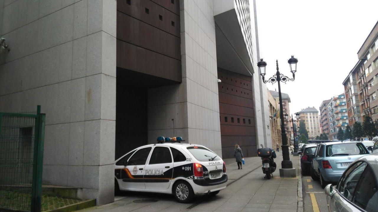Asaltan la vivienda del armador Manuel Nores en Marín.El Palacio de la Justicia de Oviedo