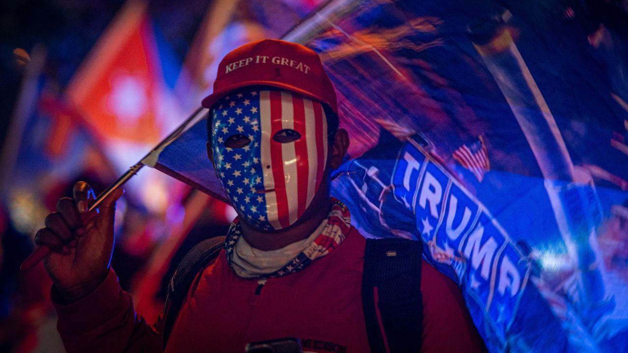 «Mantén (América) grandiosa», reza la gorra de este simpatizante de Donald Trump en Miami