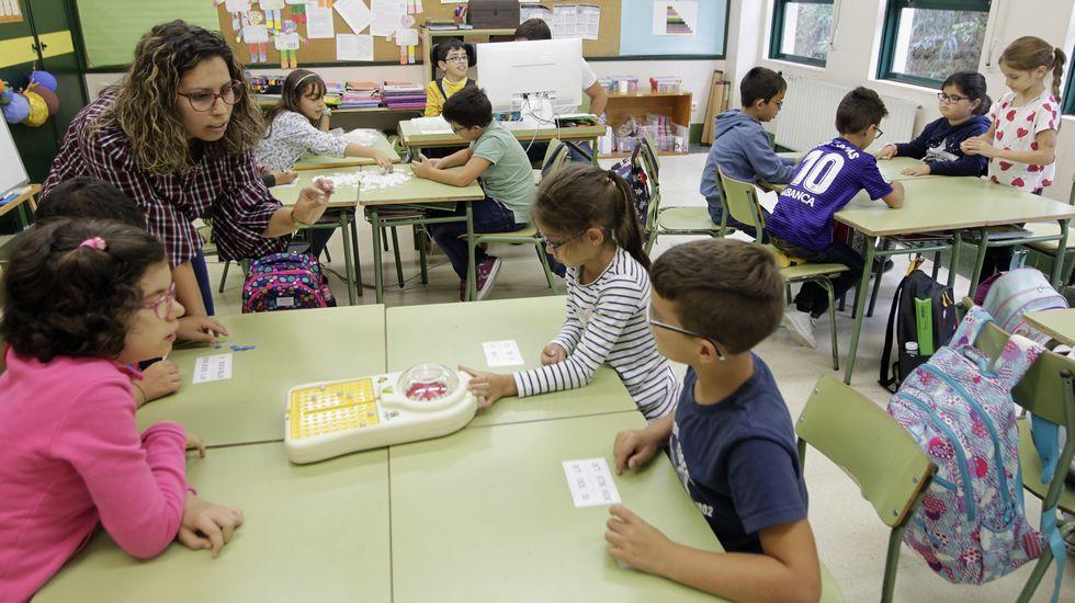 Matemáticas manipulativas en la clase de Jennifer Otero, en el CEIP Rodríguez Sinde de A Guarda