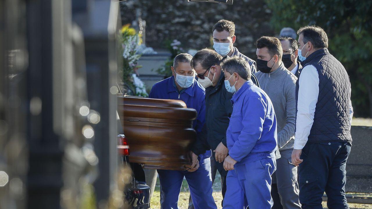 Llegada del féretro de Rosario Porto al cementerio de Boisaca el 26 de diciembre