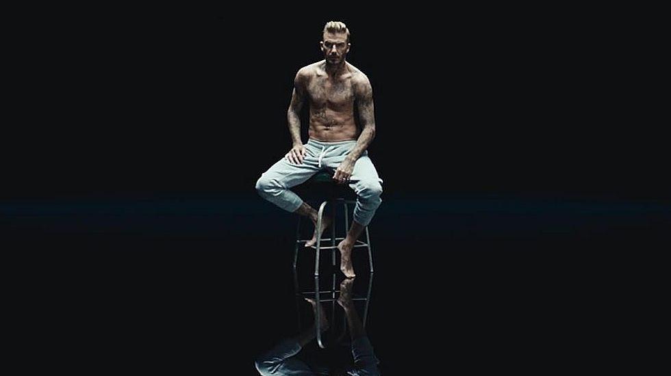 Los tatuajes de Beckham protagonizan una campaña contra el maltrato infantil.Homenaje a los represaliados del franquismo en la fosa común de Oviedo