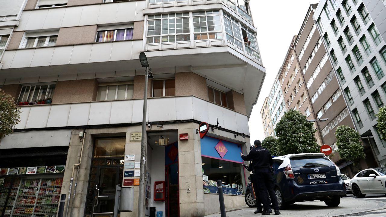 La Policía Nacional acordonó el edificio para que la brigada científica pudiera iniciar la investigación