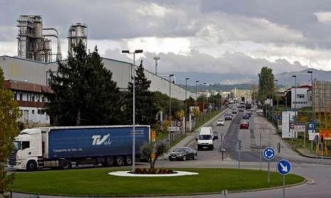 Por las calles del polígono de San Cibrao transitan a diario unos quince mil vehículos.